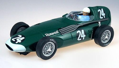 Slotcar 1:32 analog CARTRIX Vanwall No. 24 Grand Prix Legends Edition