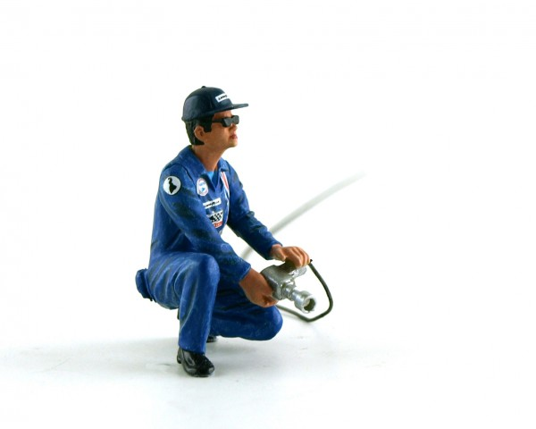 Modellfigur 1:32 LE MANS MINIATURES Mechaniker Dominique im blauen Overall m.Schlagschrauber High Detail Resin Collectors Edition
