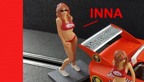 Modellfigur 1:32 SIDEWAYS Promo Girl Inna Kunststoff bemalt f.Autorennbahnen