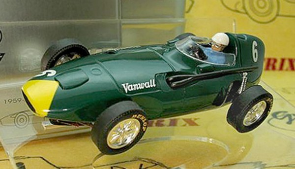 Slotcar 1:32 analog CARTRIX Vanwall No. 6 Grand Prix Legends Edition