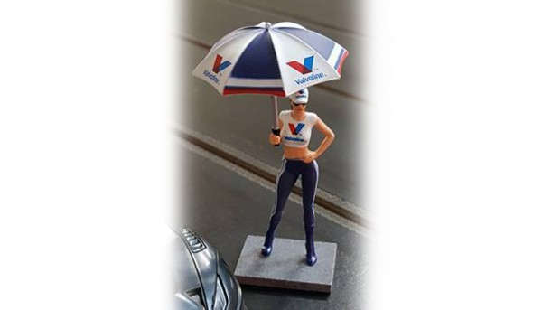 Modellzubehör 1:32 SIDEWAYS Figur Grid Girl V-Racing m.Sonnenschirm