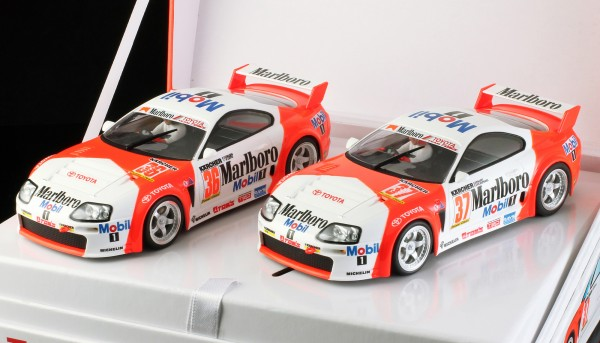 Slotcar 1:32 Twin-Pack analog REVOSLOT Team Supra Special Edition Box m.2 Autos